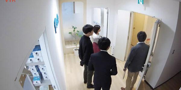 オフィスの入り口に!